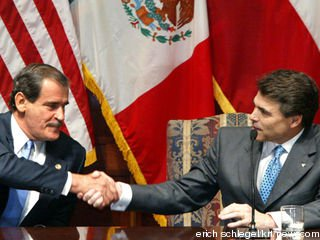 -- NO MAGS, NO SALES -- KRT US NEWS STORY SLUGGED: FOX-TEXAS KRT PHOTO BY ERICH SCHLEGEL/DALLAS MORNING NEWS (November 6) AUSTIN, TX -- Mexican President Vicente Fox, left, and Texas Gov. Rick Perry shake hands at a news conference Thursday, November 6, 2003, at the Texas Capitol in Austin, Texas. (gsb) 2003 (Diversity) (Newscom TagID: krtphotoslive105525) [Photo via Newscom]