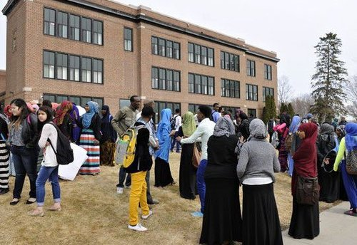 635622900546401978-St-Cloud-Somali-protest-3[1]