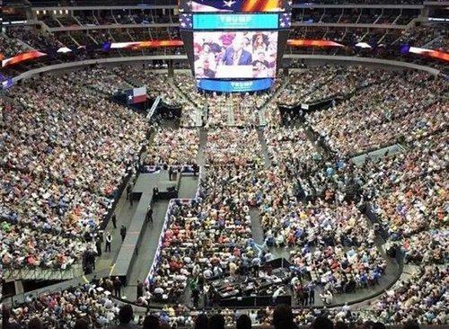 Trump crowd 01