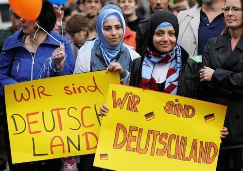 Germanyturkishwomenwirsindsign