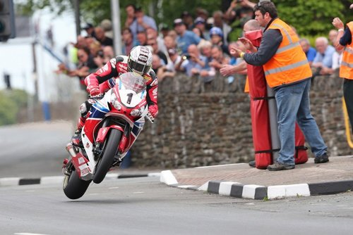 Isle of man tt 2015 senior tt race  052 1024x683