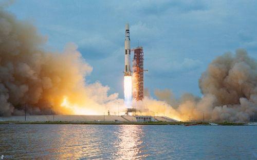 Saturn v start rakety 185680