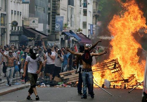 Paris riots it