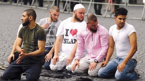 Muslimsprayinginfrankfurt